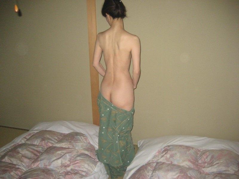 彼女と初めてのお泊り温泉旅行で早速エッチな浴衣姿を撮影www素人投稿エロ画像 306