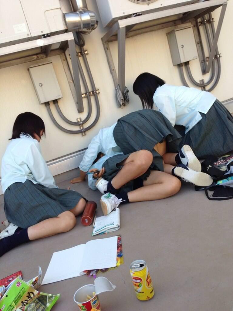 女子校生がパンチラでハーパン履いてたエロ画像 3119