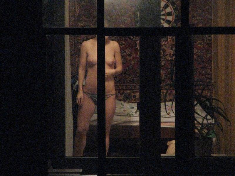 窓際で油断した女達www下着姿や裸を盗撮した流出エロ画像 320