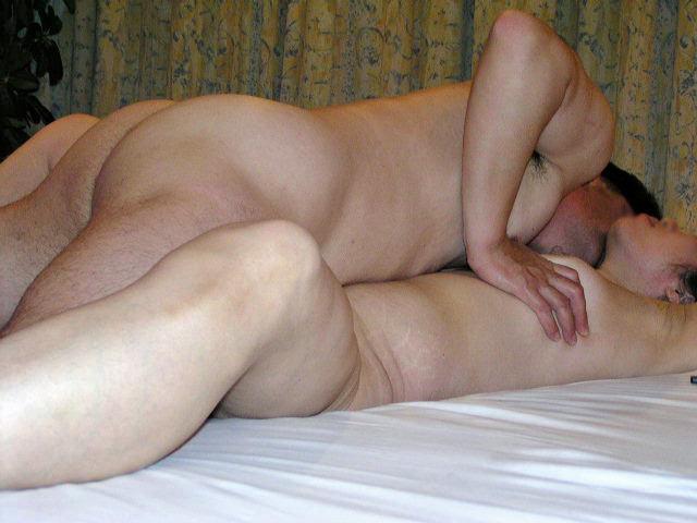 セックス現役の熟年素人カップルが素っ裸で自撮りするエロ画像 3214