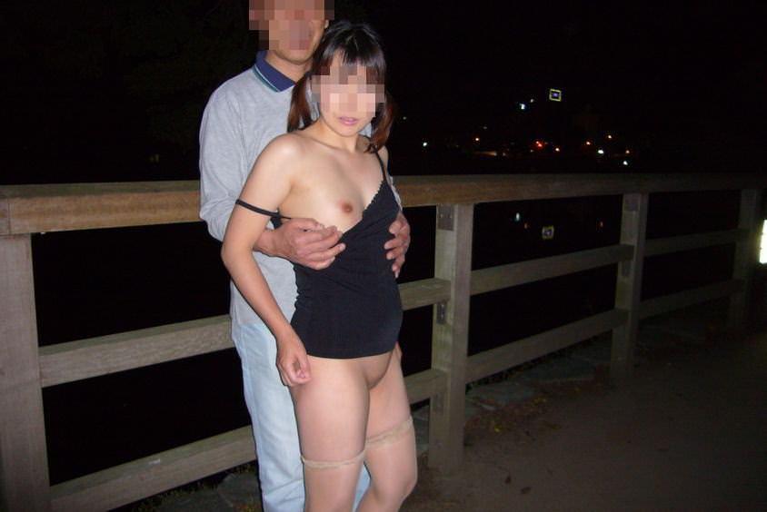 普通の素人娘が夜に大胆になるwww露出狂女の野外エロ画像 3215