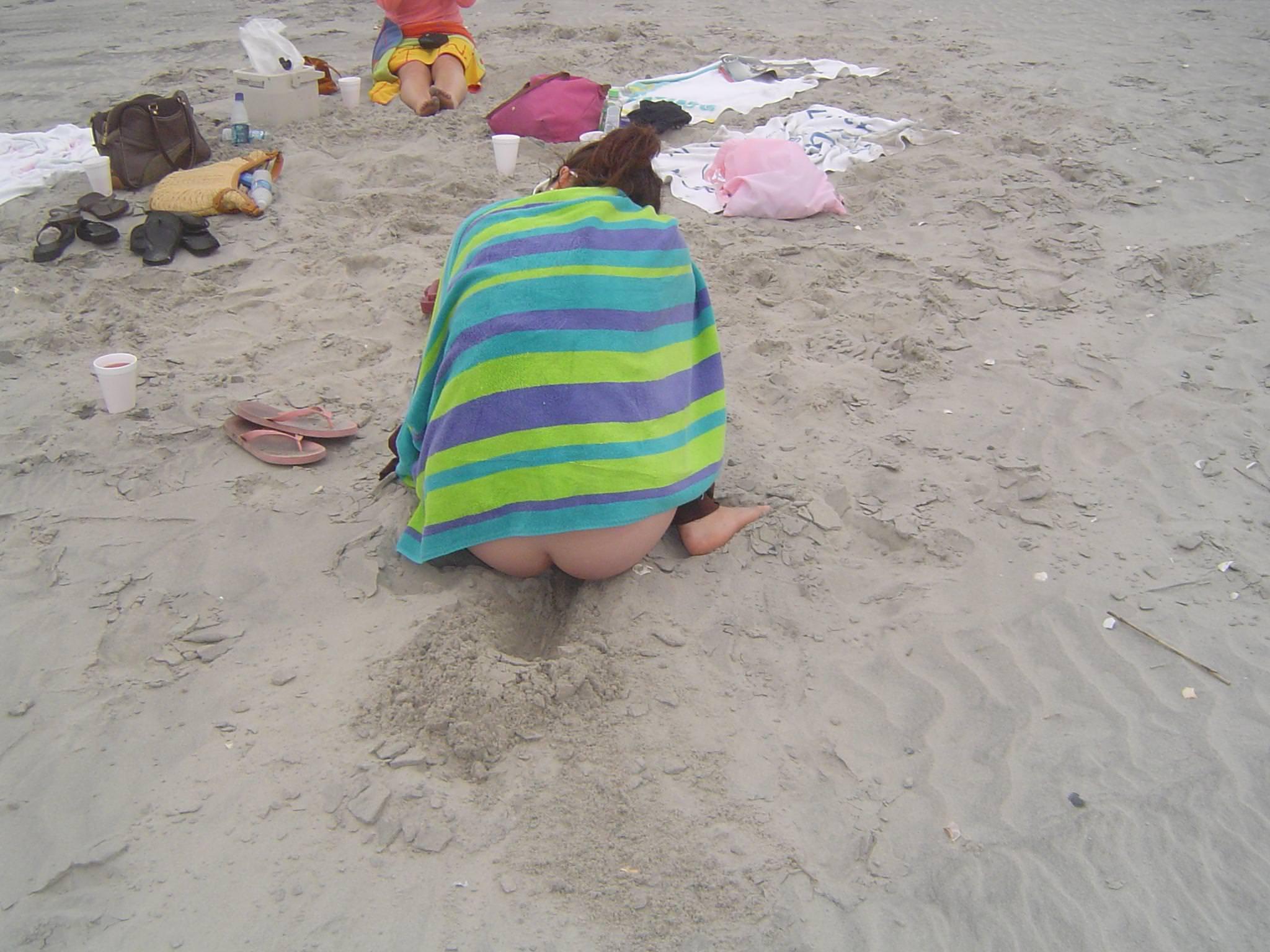 ビキニギャルが海やプールで生尻出しておふざけしてる素人エロ画像 3219
