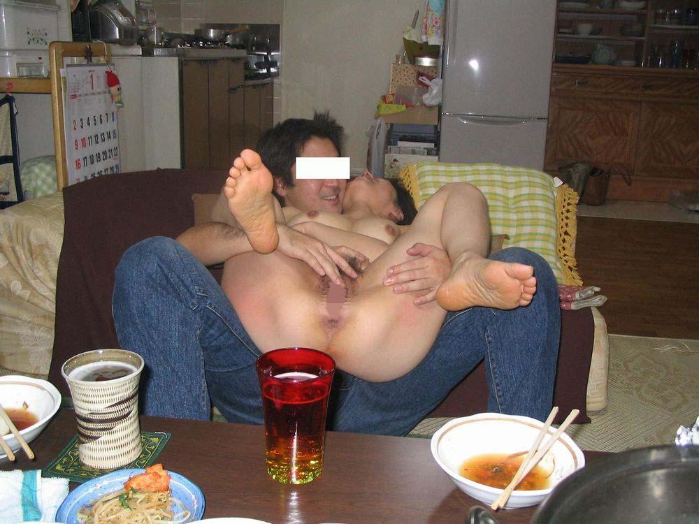 セックス現役の熟年素人カップルが素っ裸で自撮りするエロ画像 3510