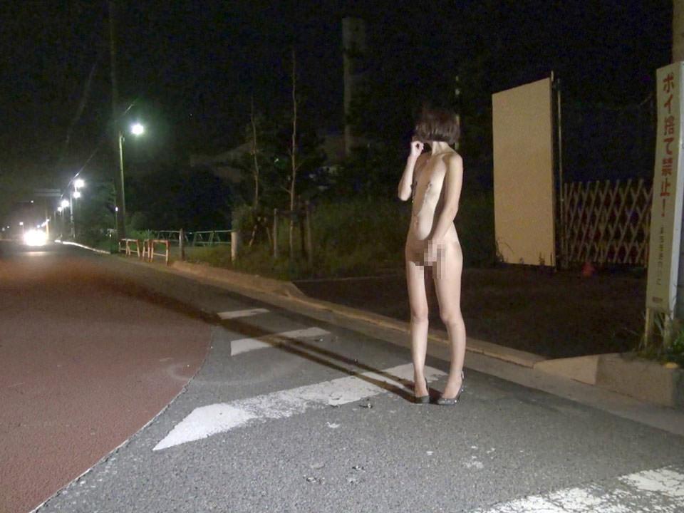普通の素人娘が夜に大胆になるwww露出狂女の野外エロ画像 383