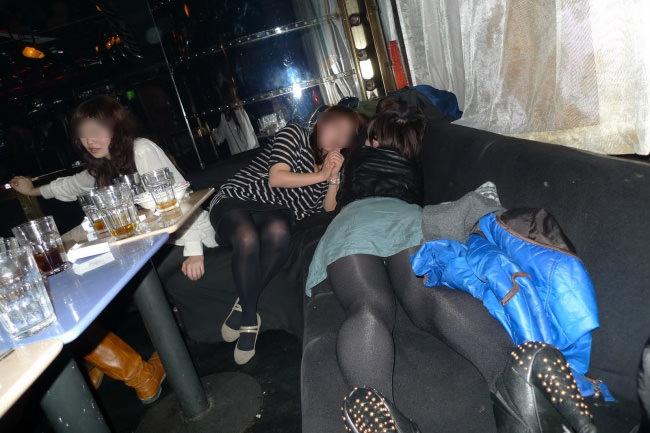 合コンやコンパで酔いつぶれてドエロになってる素人娘のエロ画像 443