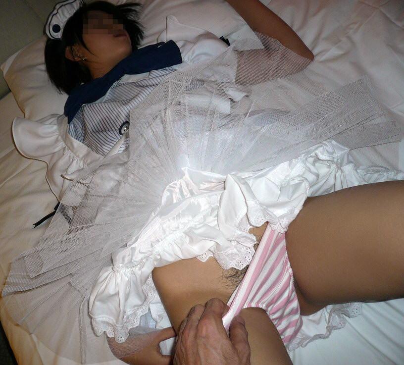 ド変態な素人娘がエッチなメイドコスプレwwwエロ画像 48