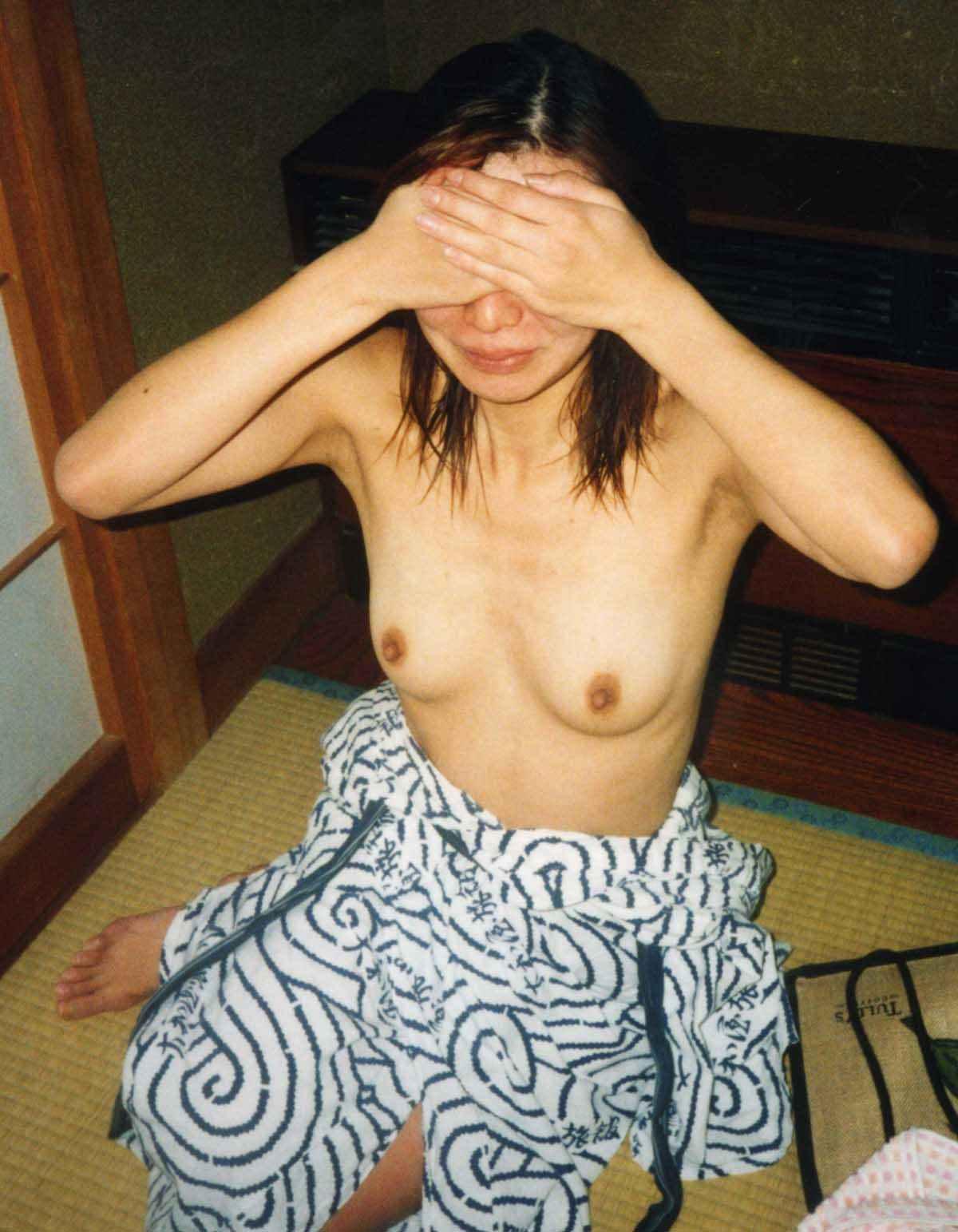 彼女と初めてのお泊り温泉旅行で早速エッチな浴衣姿を撮影www素人投稿エロ画像 519