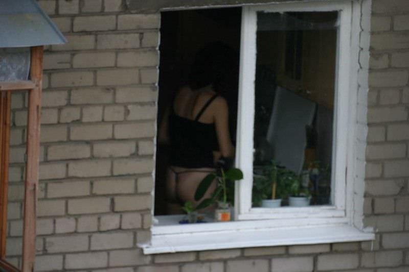 窓際で油断した女達www下着姿や裸を盗撮した流出エロ画像 716