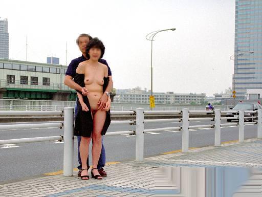 セックス現役の熟年素人カップルが素っ裸で自撮りするエロ画像 840
