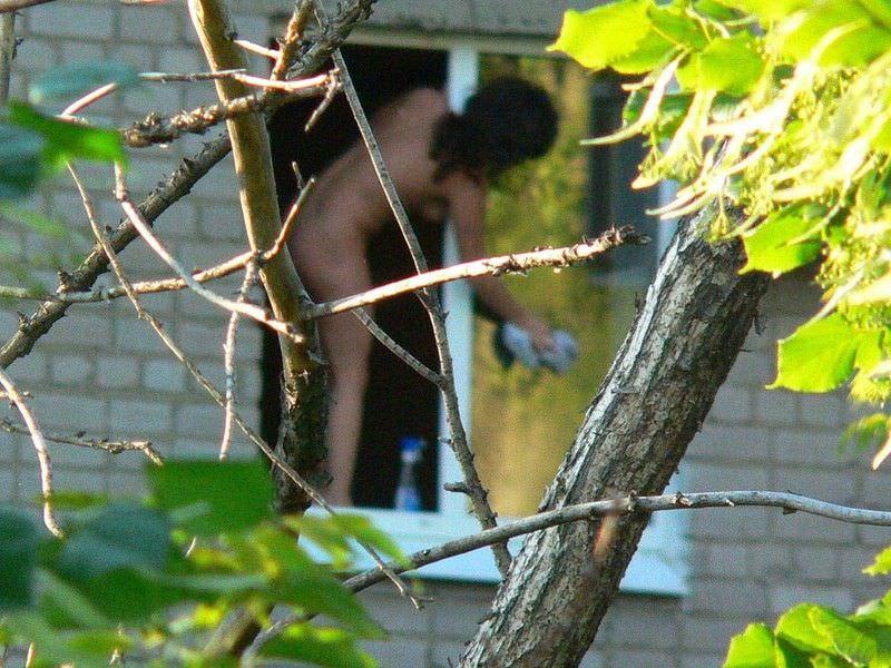 窓際で油断した女達www下着姿や裸を盗撮した流出エロ画像 916