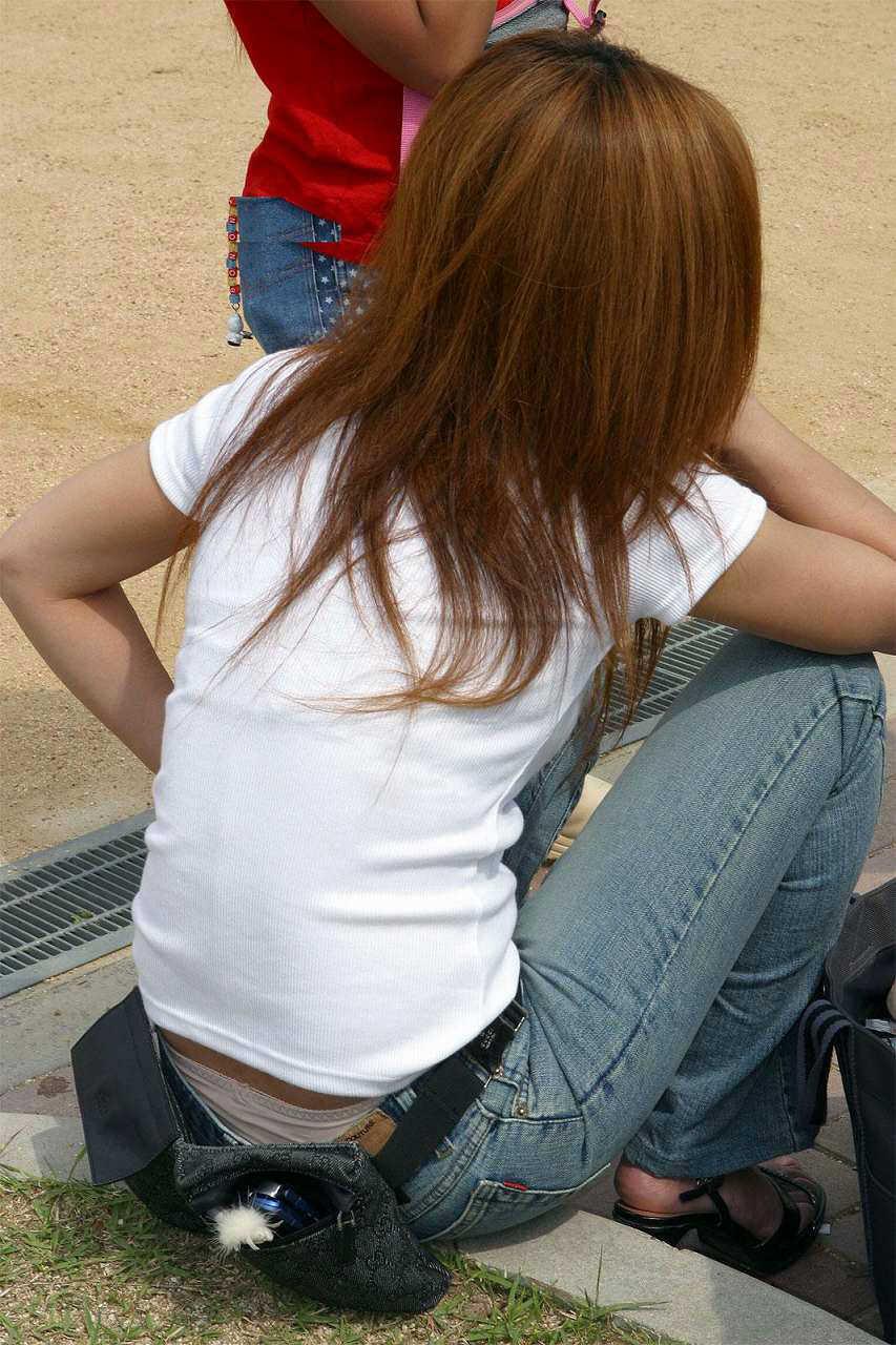 子連れママーンのパンチラを街撮り盗撮wwwww 1035
