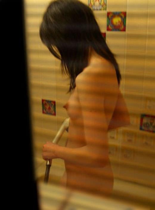 アパートや民家のお風呂をガチ盗撮した入浴女子の素人エロ画像 1220