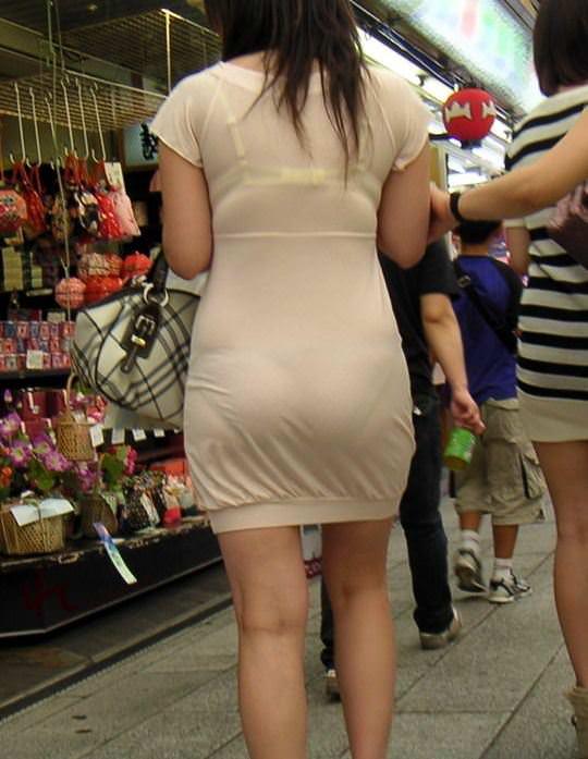 お色気たっぷりシースルーな服でおっぱいマンコが透けてる街撮りエロ画像 172