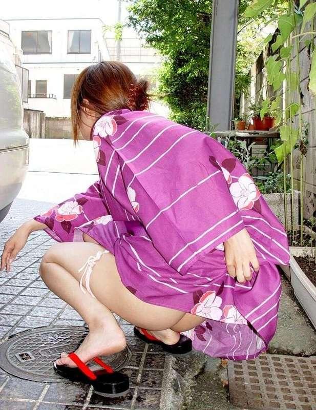 あっちこっちでお構いなしにオシッコする素人放尿女子のエロ画像 205
