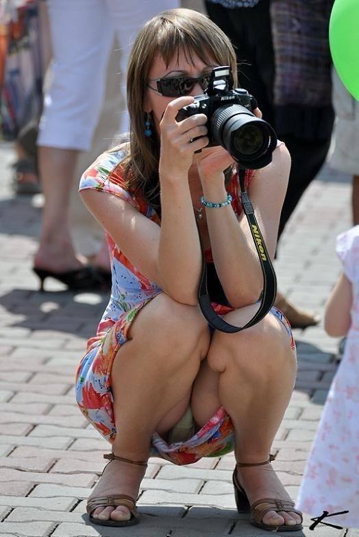 海外素人美人のくっさいマン臭漂うパンチラを街撮り盗撮したエロ画像 208