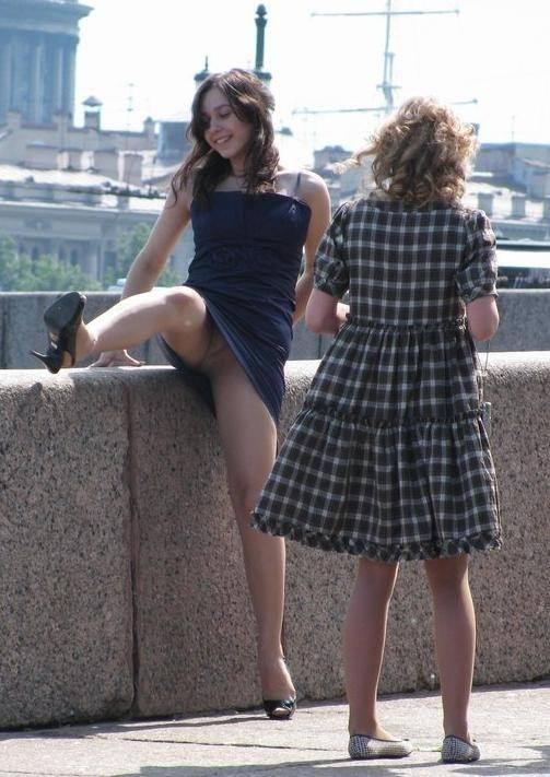 海外素人美人のくっさいマン臭漂うパンチラを街撮り盗撮したエロ画像 2113