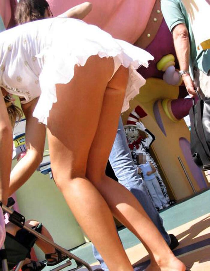 子連れママーンのパンチラを街撮り盗撮wwwww 2142