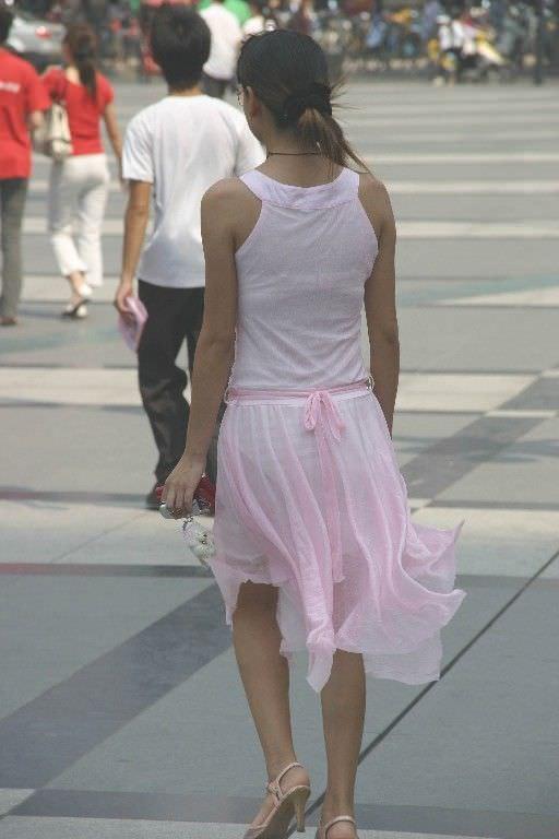 色物柄物でもパンティーが透けてる素人娘は沢山いるwww街取り盗撮www 2204