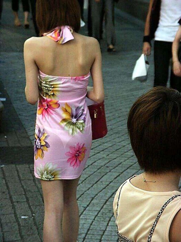 色物柄物でもパンティーが透けてる素人娘は沢山いるwww街取り盗撮www 2207