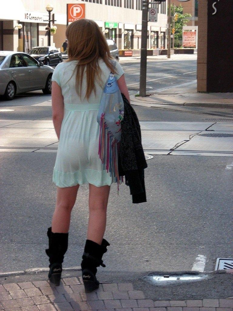 色物柄物でもパンティーが透けてる素人娘は沢山いるwww街取り盗撮www 22101