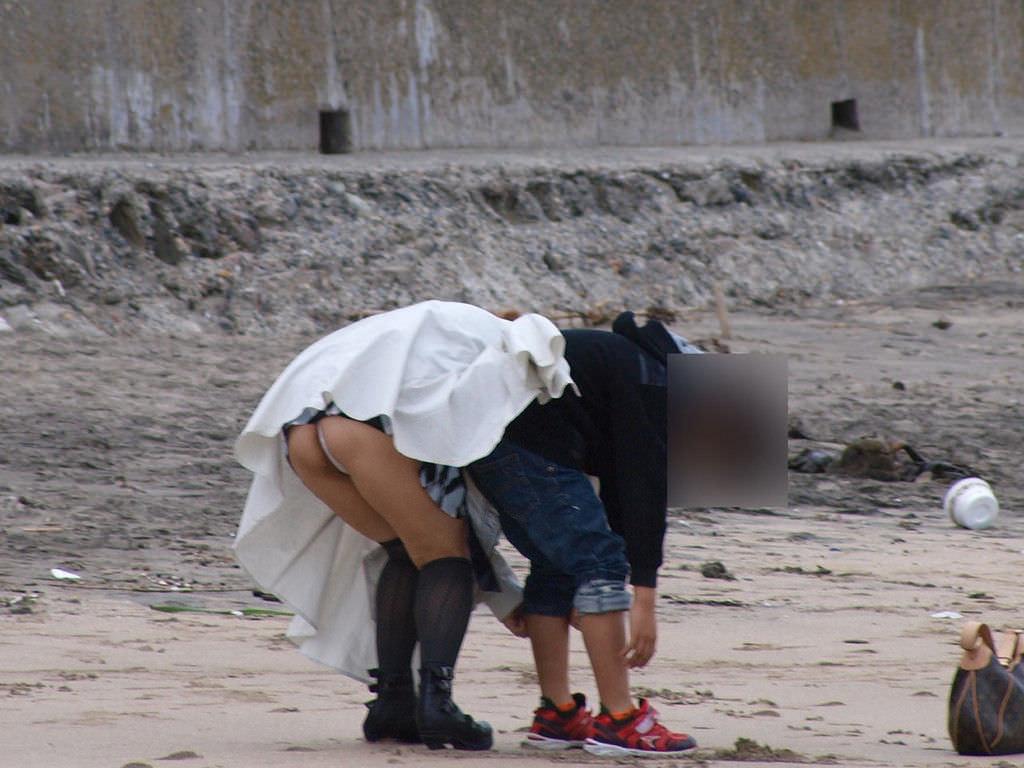 子連れママーンのパンチラを街撮り盗撮wwwww 2229