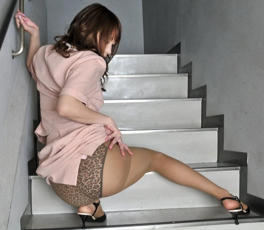 ヤリマンビッチな女子が履いてるヒョウ柄のパンティーを集めたギャルっぽい下着の素人エロ画像 233
