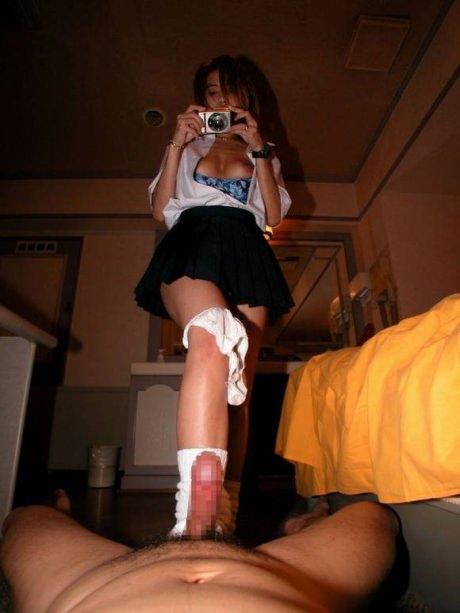 僕、気の強い女に足コキされて射精がしたいwwwwwww 25101