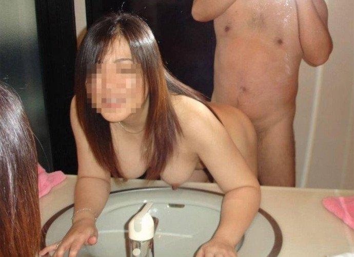 高校くらいの子供が居る熟年夫婦のセックスwwwいい歳こいて全裸でミラー越しにハメ撮りwww 2529