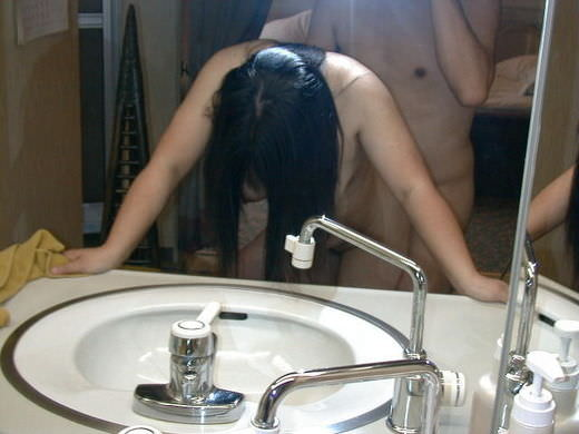 高校くらいの子供が居る熟年夫婦のセックスwwwいい歳こいて全裸でミラー越しにハメ撮りwww 2535