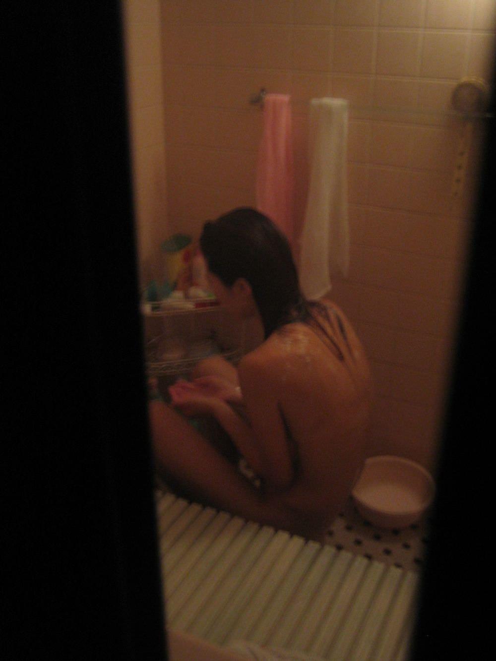 アパートや民家のお風呂をガチ盗撮した入浴女子の素人エロ画像 2714