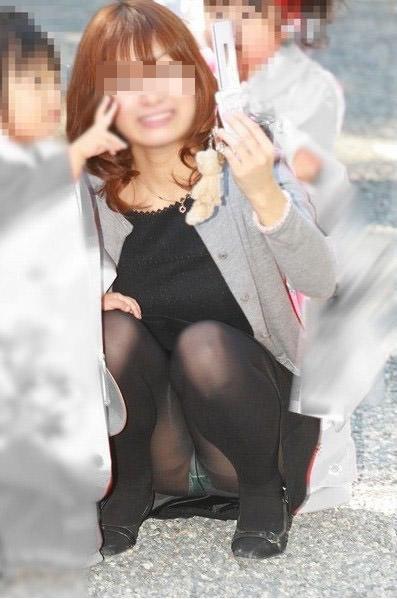 子連れママーンのパンチラを街撮り盗撮wwwww 2822