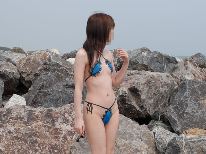 裸に見えないまさかのボディ・ペインティングで素っ裸な露出狂娘のエロ画像 301