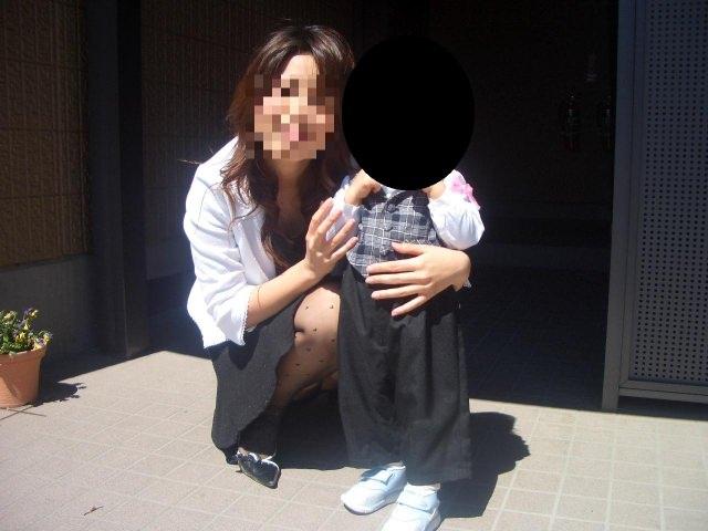 子連れママーンのパンチラを街撮り盗撮wwwww 3109