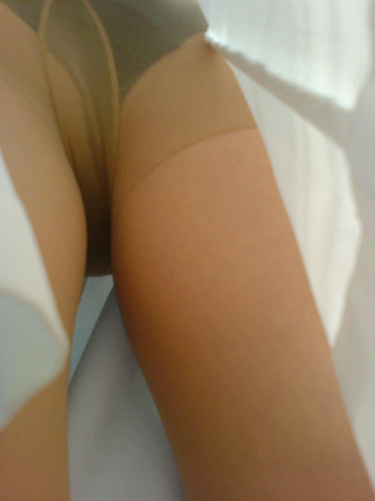 スケベな病人がナースのスカートの中身をガチ盗撮したパンチラ素人エロ画像 323