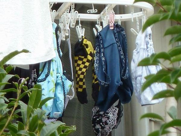 クロッチに染み付いた匂いが洗濯物から匂いそうなガチ盗撮下着エロ画像 3315