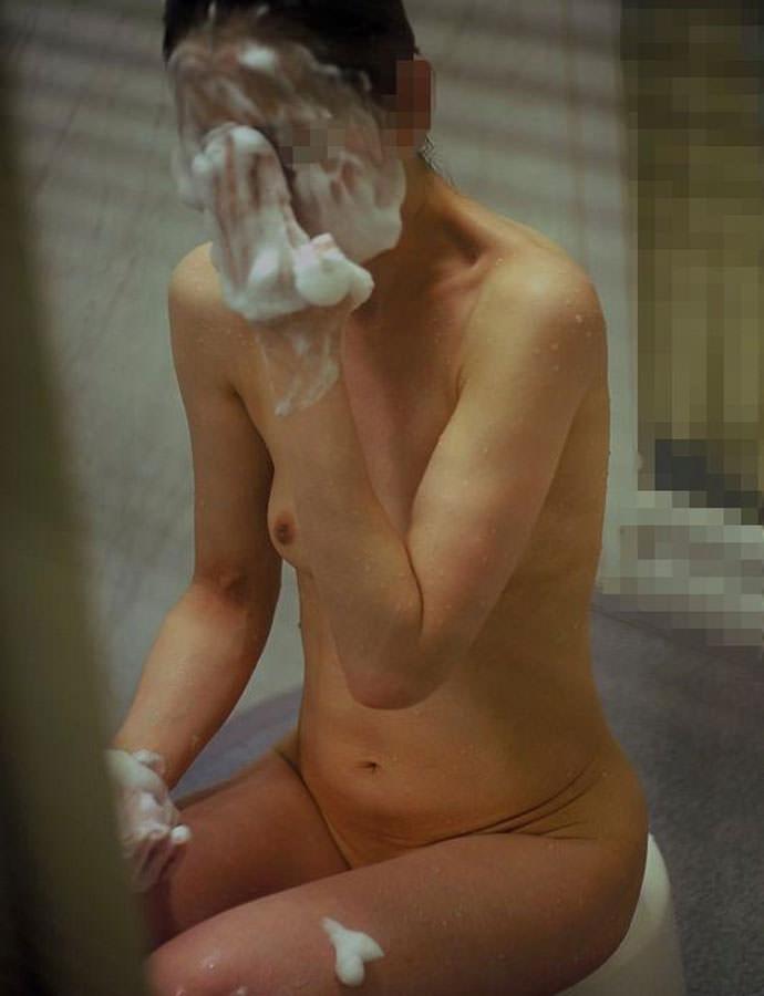 アパートや民家のお風呂をガチ盗撮した入浴女子の素人エロ画像 359
