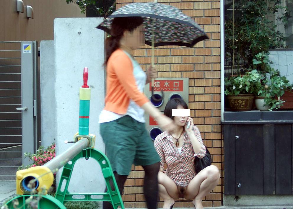 人前でも気にせずおっぱいマンコを露出するド変態素人お姉さんのエロ画像 3613