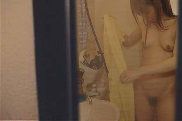 アパートや民家のお風呂をガチ盗撮した入浴女子の素人エロ画像 386