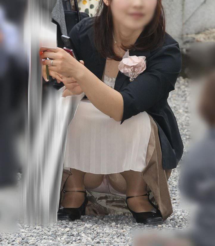 子連れママーンのパンチラを街撮り盗撮wwwww 535
