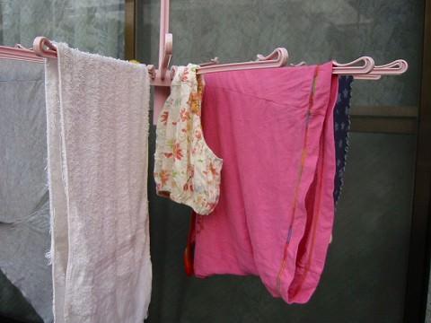 クロッチに染み付いた匂いが洗濯物から匂いそうなガチ盗撮下着エロ画像 724