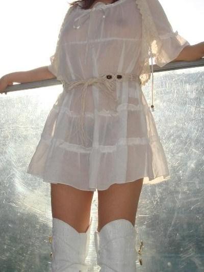 お色気たっぷりシースルーな服でおっぱいマンコが透けてる街撮りエロ画像 92