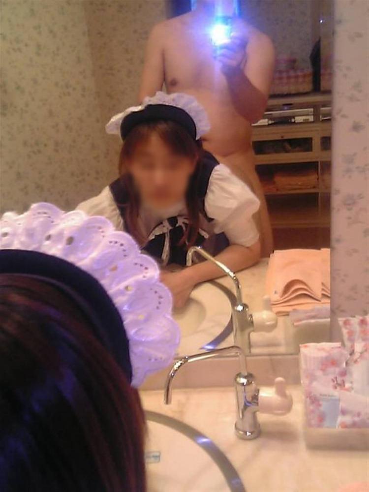 【ハメ撮り流出】素人セフレカップルが服も脱がずに求め合って鏡前でセクロス撮影wwwwwwwwwww 0204