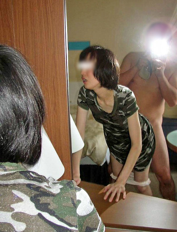 【ハメ撮り流出】素人セフレカップルが服も脱がずに求め合って鏡前でセクロス撮影wwwwwwwwwww 0210