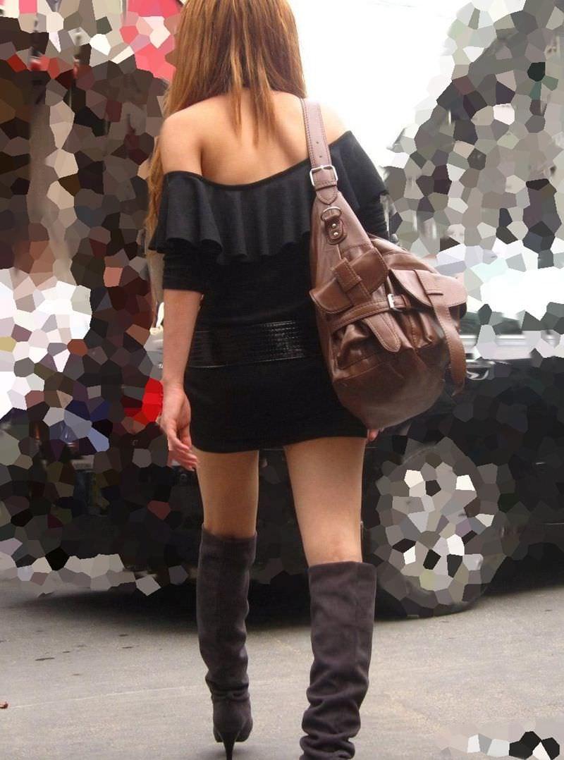 【街撮り盗撮】むちむち肉厚の太ももを強調するミニスカとロングブーツの絶対領域wwwwwwwwww 0408