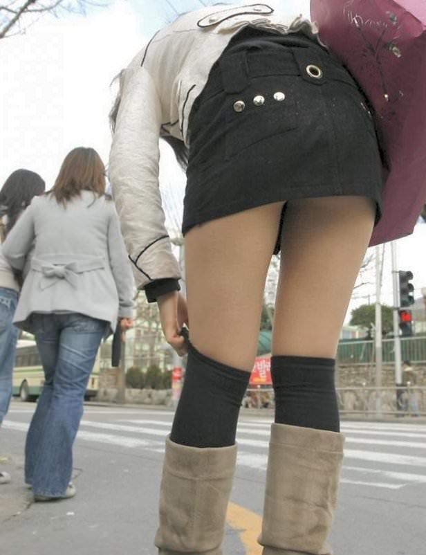 【街撮り盗撮】むちむち肉厚の太ももを強調するミニスカとロングブーツの絶対領域wwwwwwwwww 0411