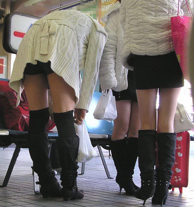 【街撮り盗撮】むちむち肉厚の太ももを強調するミニスカとロングブーツの絶対領域wwwwwwwwww 0423