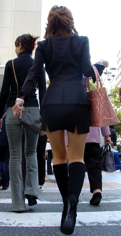【街撮り盗撮】むちむち肉厚の太ももを強調するミニスカとロングブーツの絶対領域wwwwwwwwww 0428
