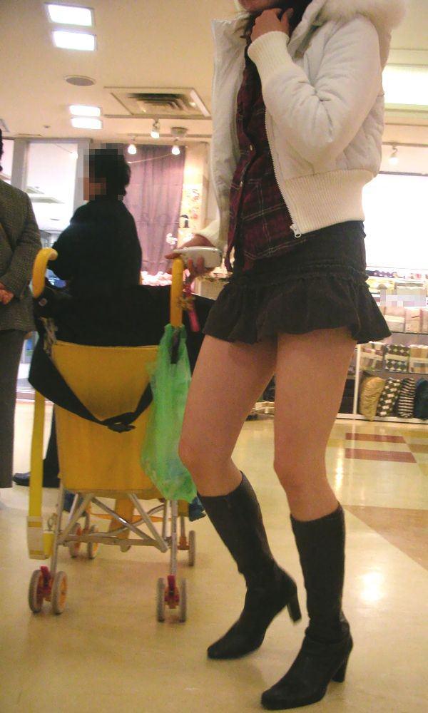 【街撮り盗撮】むちむち肉厚の太ももを強調するミニスカとロングブーツの絶対領域wwwwwwwwww 0431