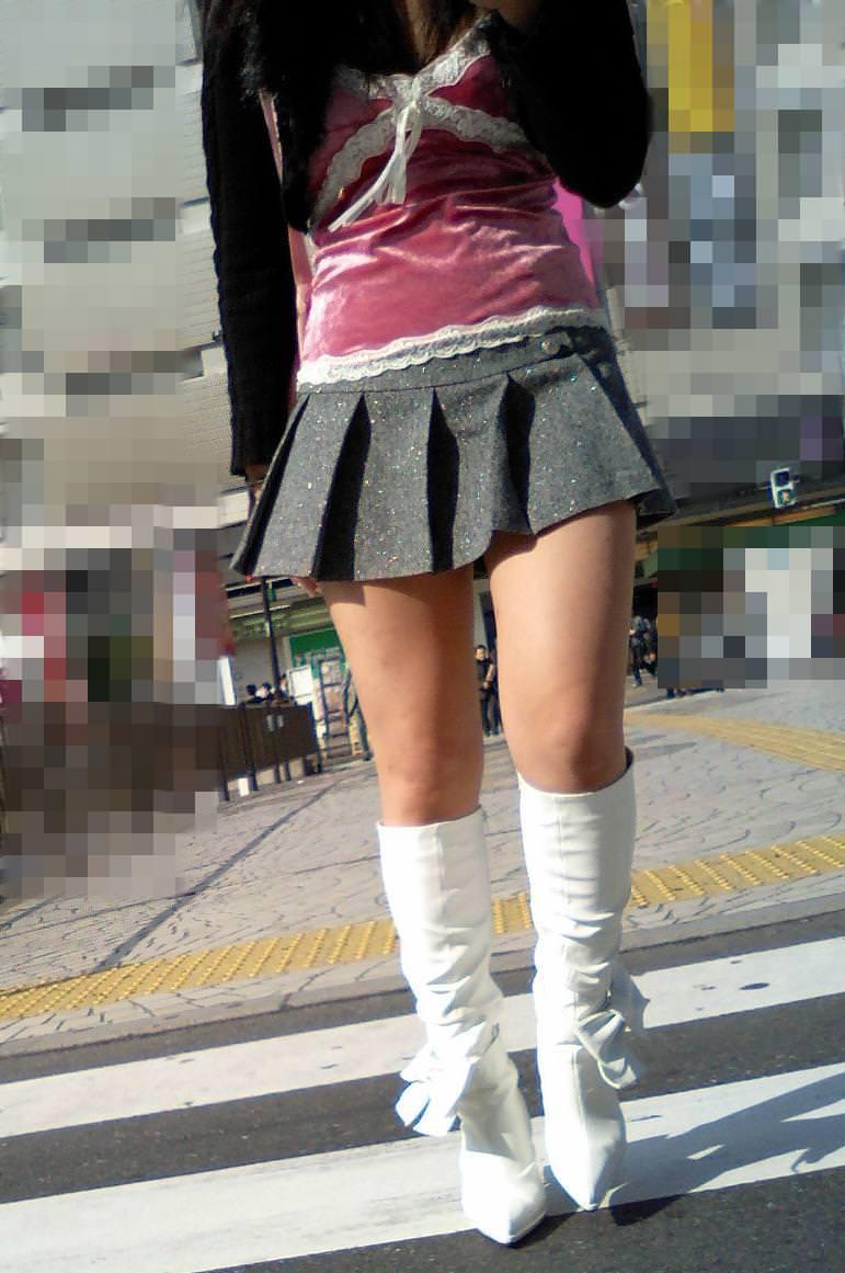 【街撮り盗撮】むちむち肉厚の太ももを強調するミニスカとロングブーツの絶対領域wwwwwwwwww 0434