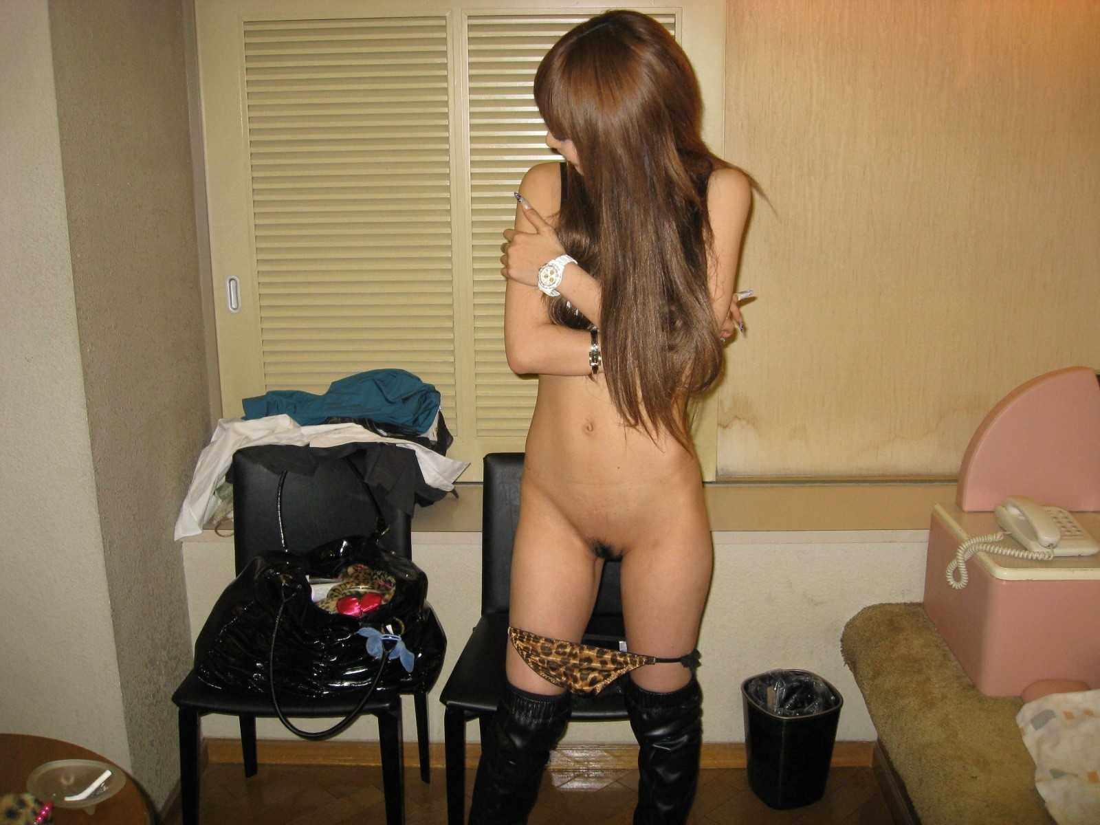 彼女のパンティー脱ぎかけ姿がエロすぎて隠し撮りした結果wwwwwwwwwww 0527